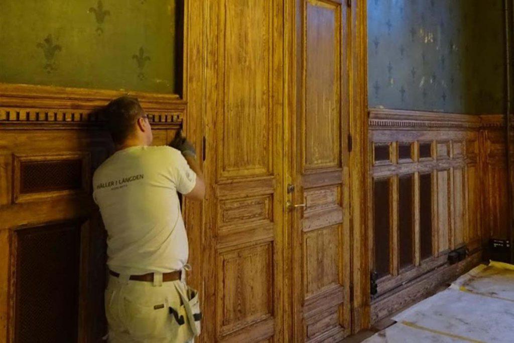 Magenta Måleri renovering av dörr Snerikes Nation